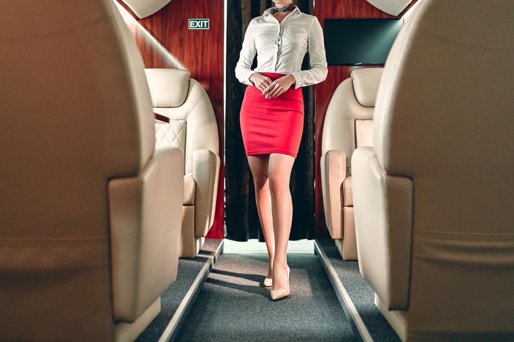 Những bí mật của tiếp viên hàng không phục vụ giới siêu giàu - 1