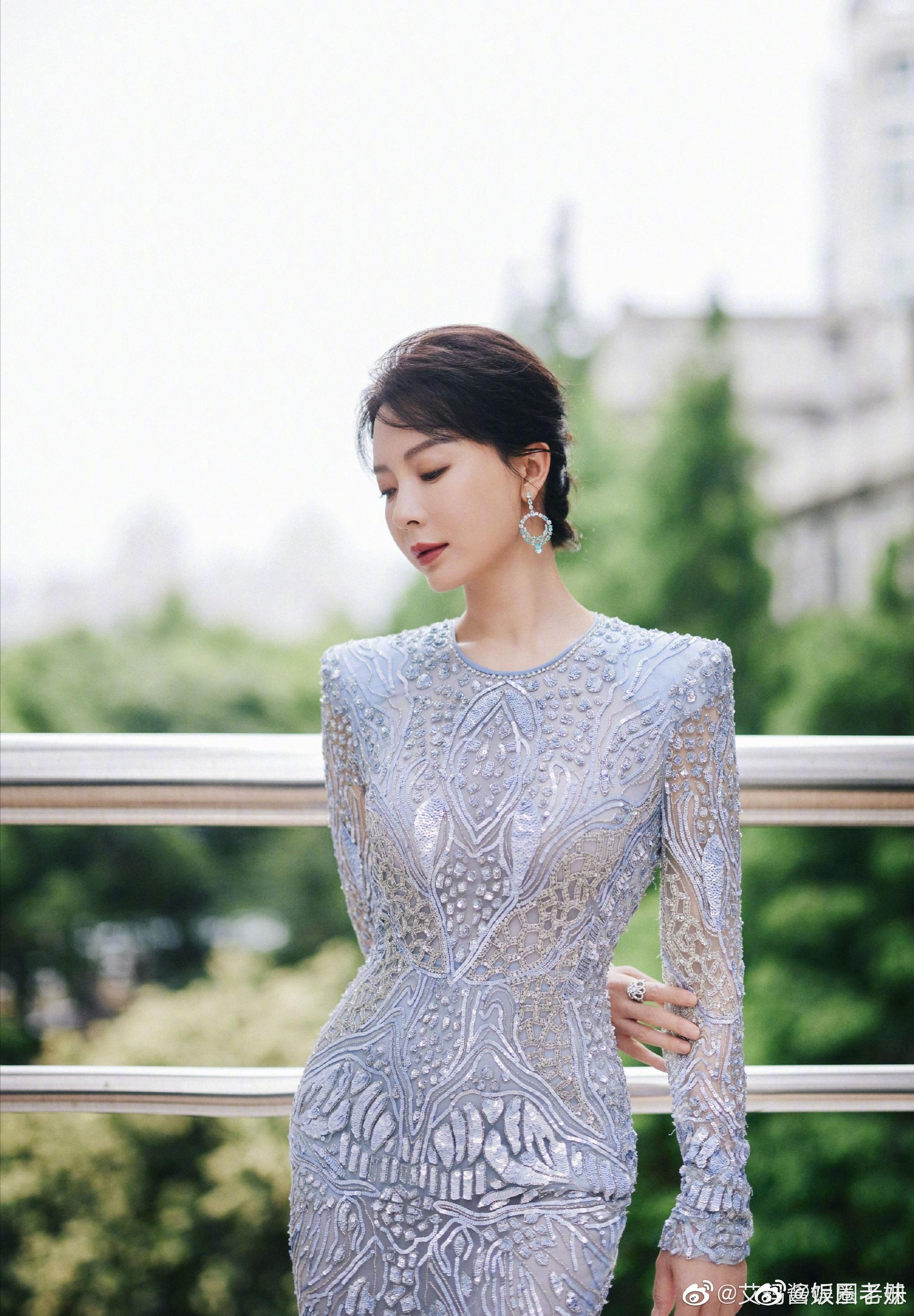 Nữ diễn viên thực lực Trần Sở gây sốt với vóc dáng quyến rũ.