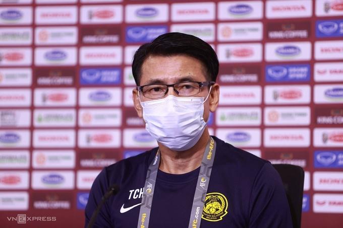 HLV Tan Cheng Hoe trong cuộc họp báo tại sân Al Marktoum tối 10/6. Ảnh: Lâm Thoả