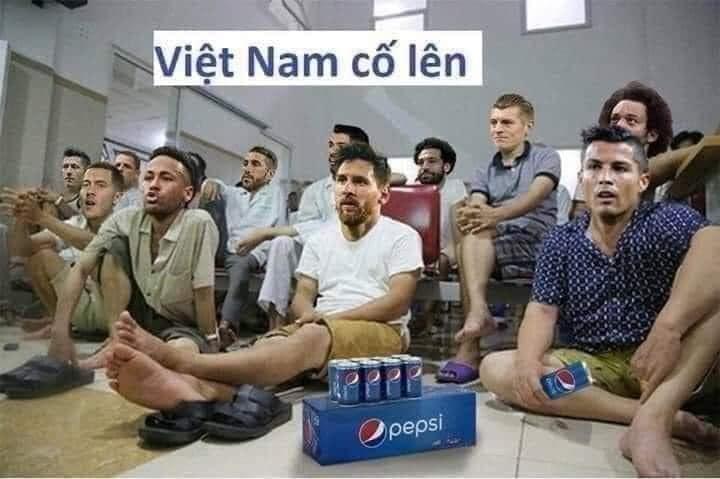 CĐV chế ảnh đi bắt hổ Malaysia cổ vũ tuyển Việt Nam - 9
