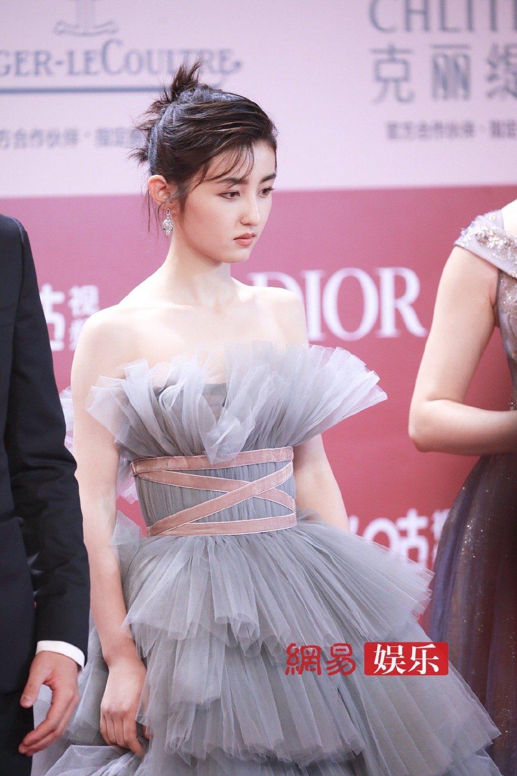 Em gái quốc dân Trương Tử Phong được gán ghép với Ngô Lỗi sau khi cả hai hợp tác trong bộ phim điện ảnh.