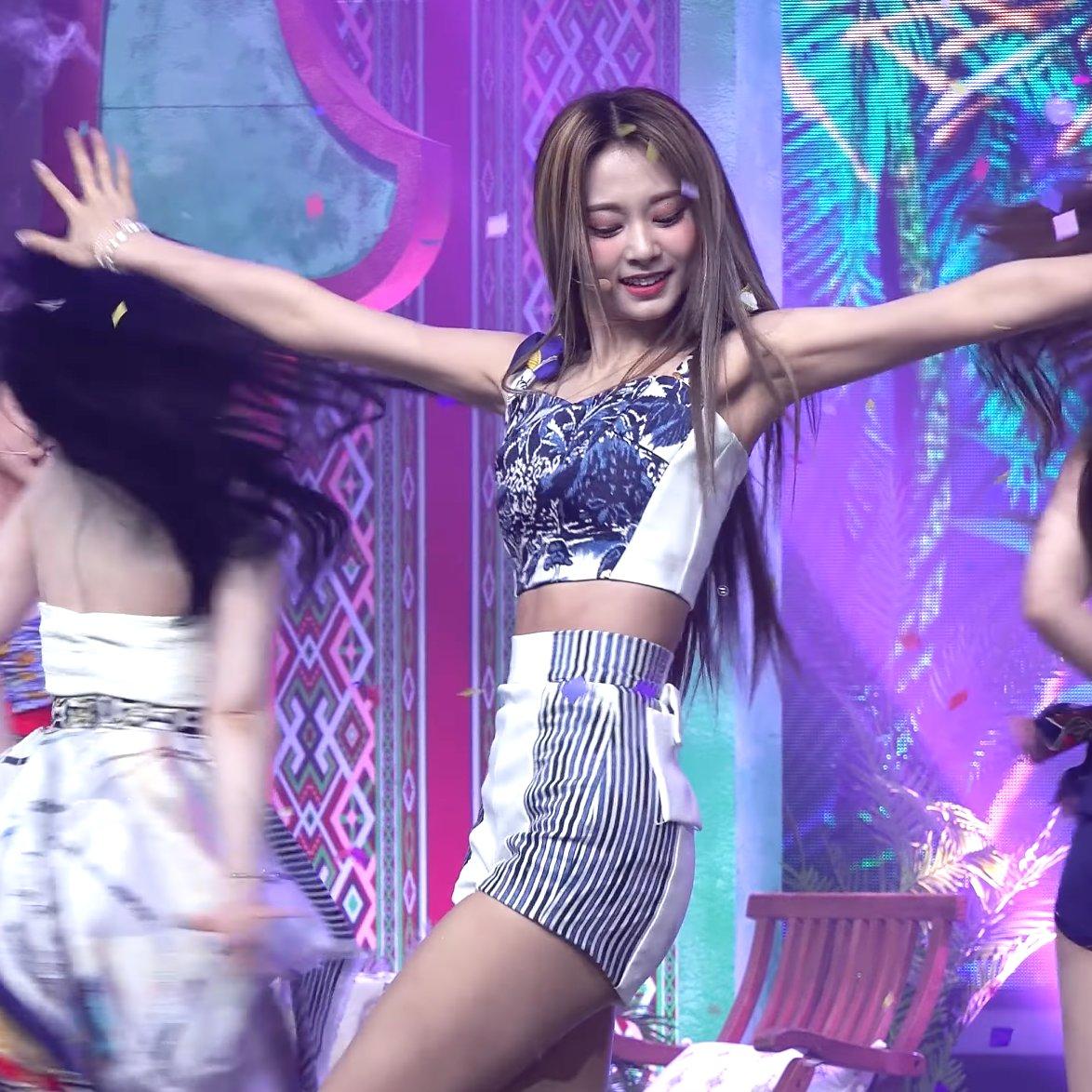 Tzuyu được khen visual đỉnh như Miss Universe nhờ... mái tóc dài suôn mượt - 3