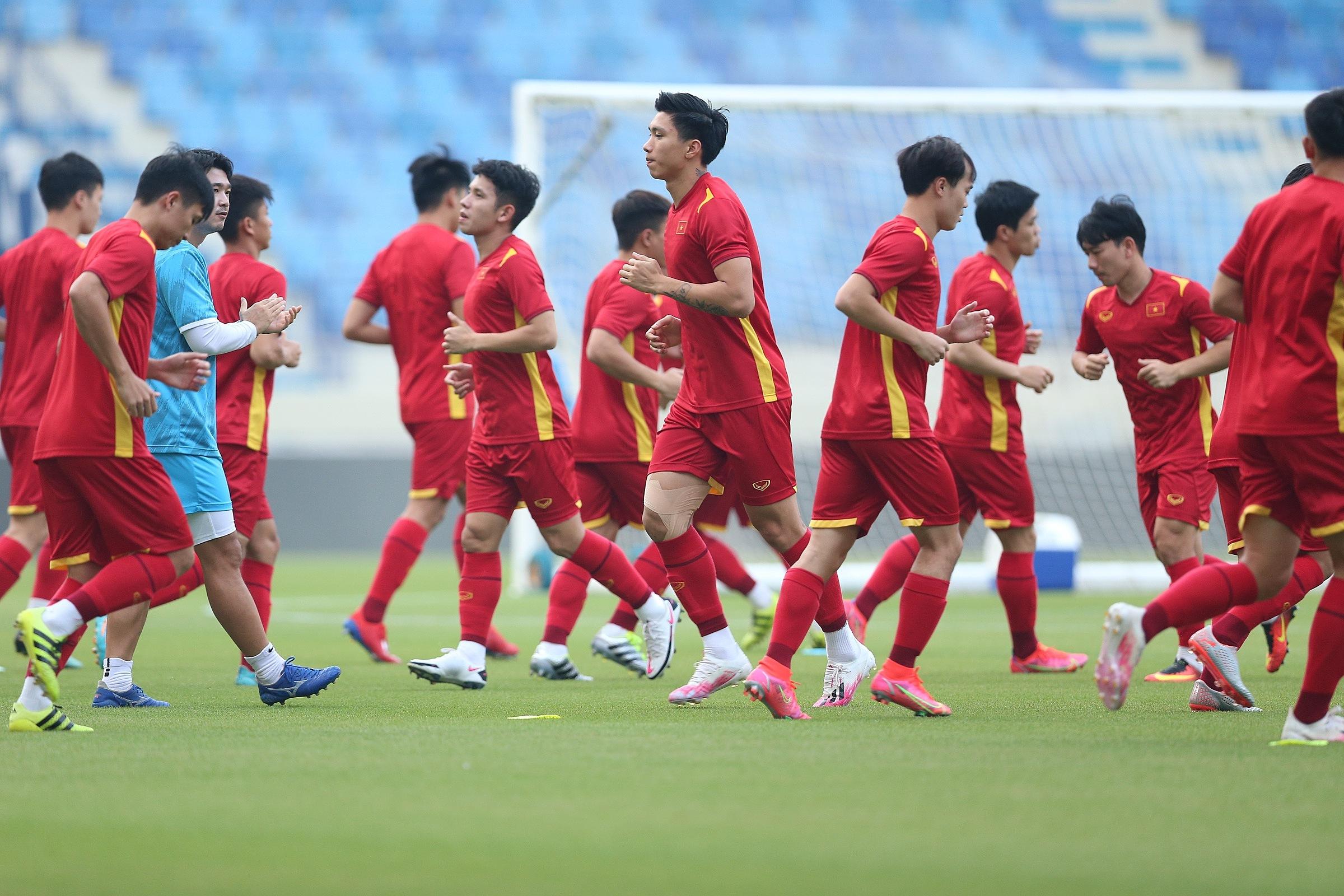 Sau sáu lượt trận, Việt Nam bất bại, giành 14 điểm và chiếm đỉnh bảng G. Malaysia xếp thứ tư với 9 điểm. Cuộc đối đầu giữa hai đội tuyển sẽ diễn ra lúc 23h45 (giờ Hà Nội) hôm nay 11/6.