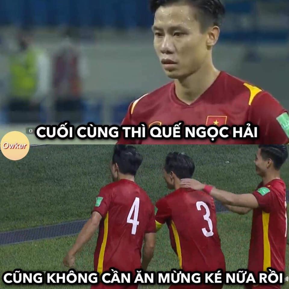 Ảnh chế Quế Ngọc Hải thoát kiếp chụp ké ăn mừng trong ngày Việt Nam thắng Malaysia - 3
