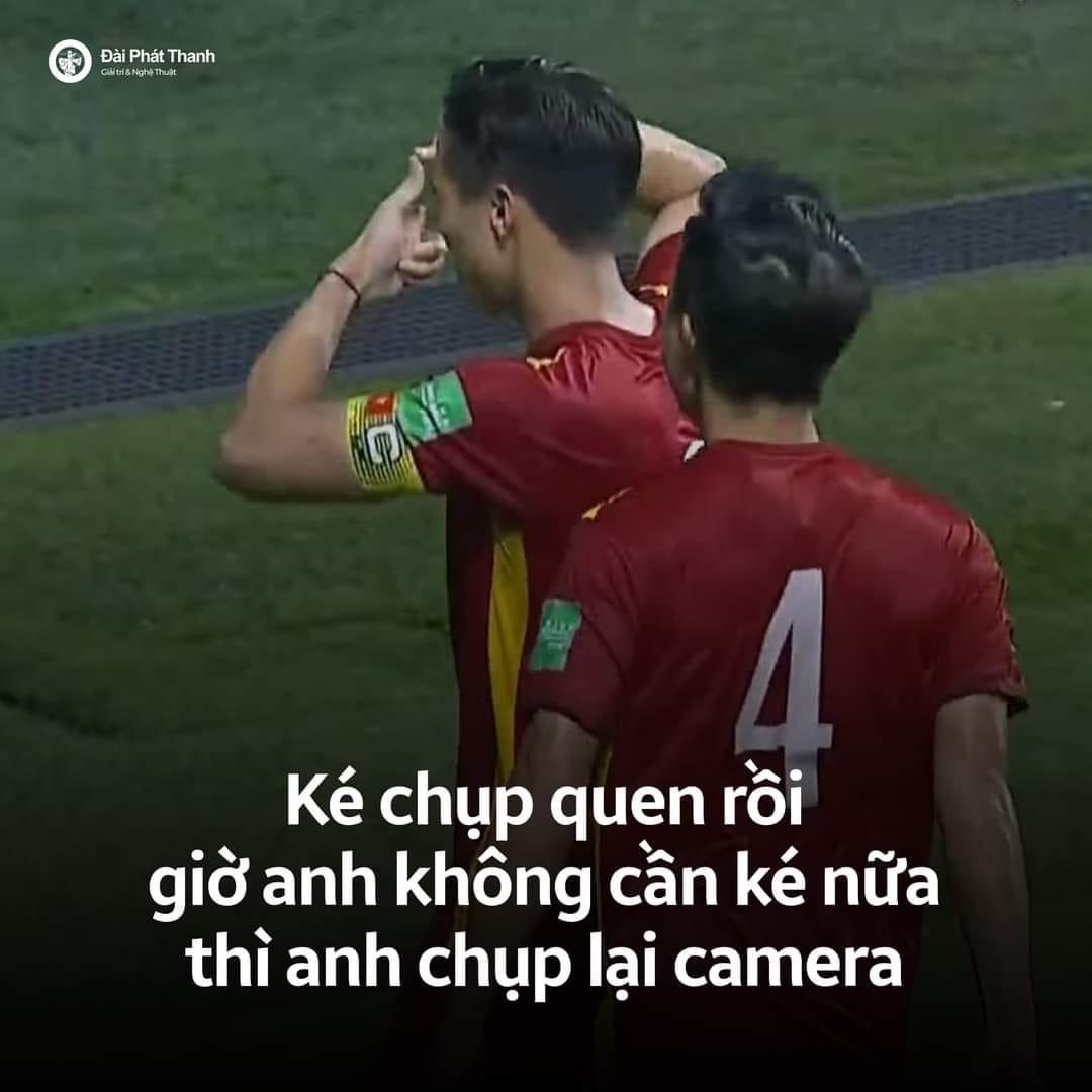 Ảnh chế Quế Ngọc Hải thoát kiếp chụp ké ăn mừng trong ngày Việt Nam thắng Malaysia - 4