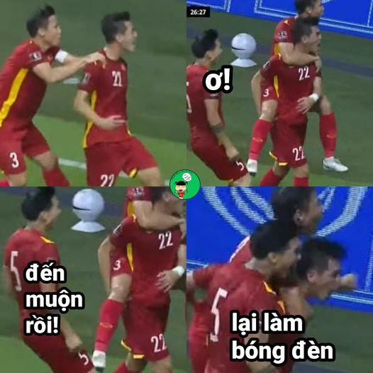 Ảnh chế Quế Ngọc Hải thoát kiếp chụp ké ăn mừng trong ngày Việt Nam thắng Malaysia - 5