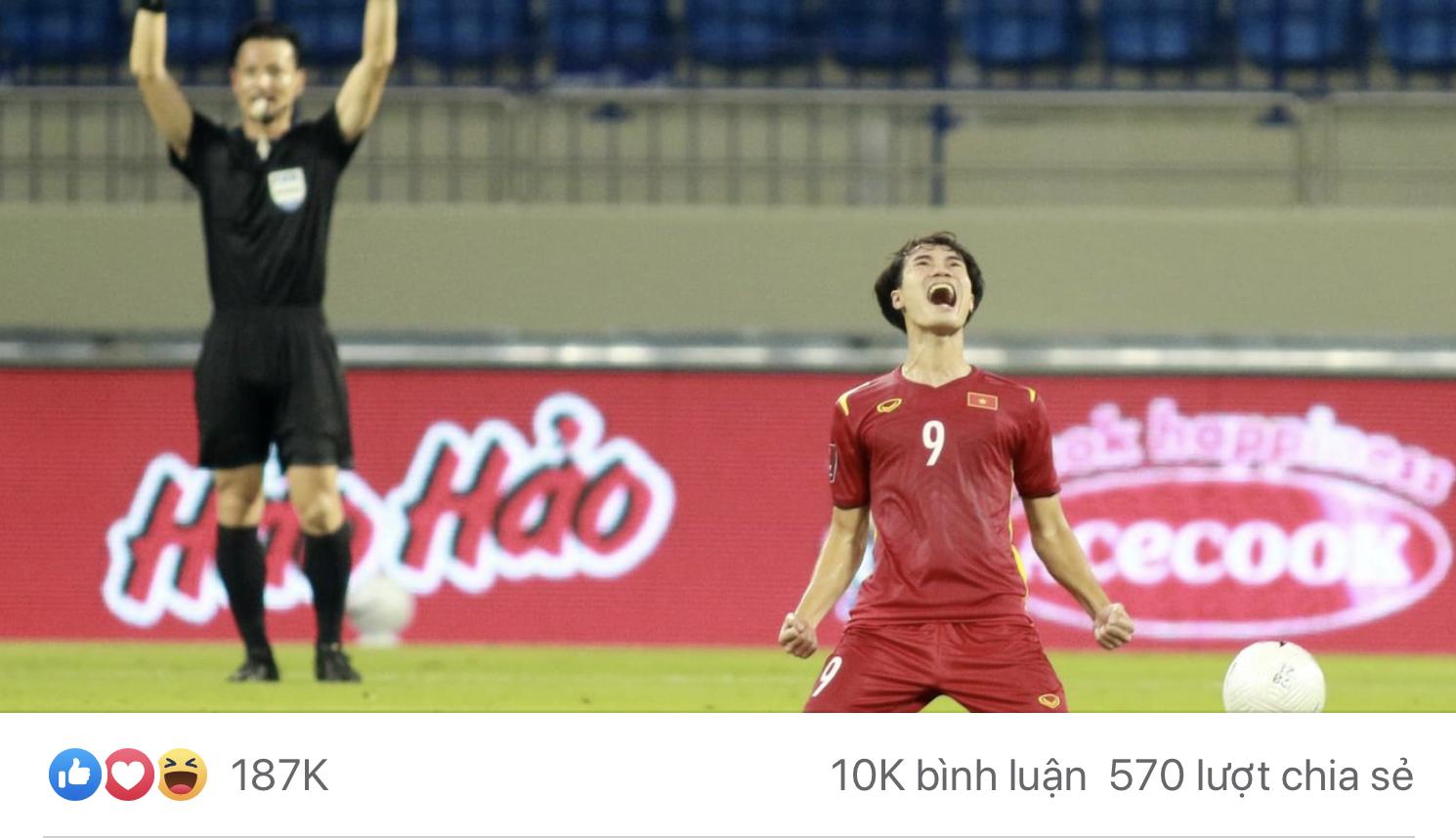 Văn Toàn không chịu đi ngủ sau trận đấu, tranh thủ đăng ảnh kiếm like. Xem ra nam cầu thủ đã rất thành công với điều này. Không biết toàn đếm nổi gần 20.000 like đang có hay không nhỉ?