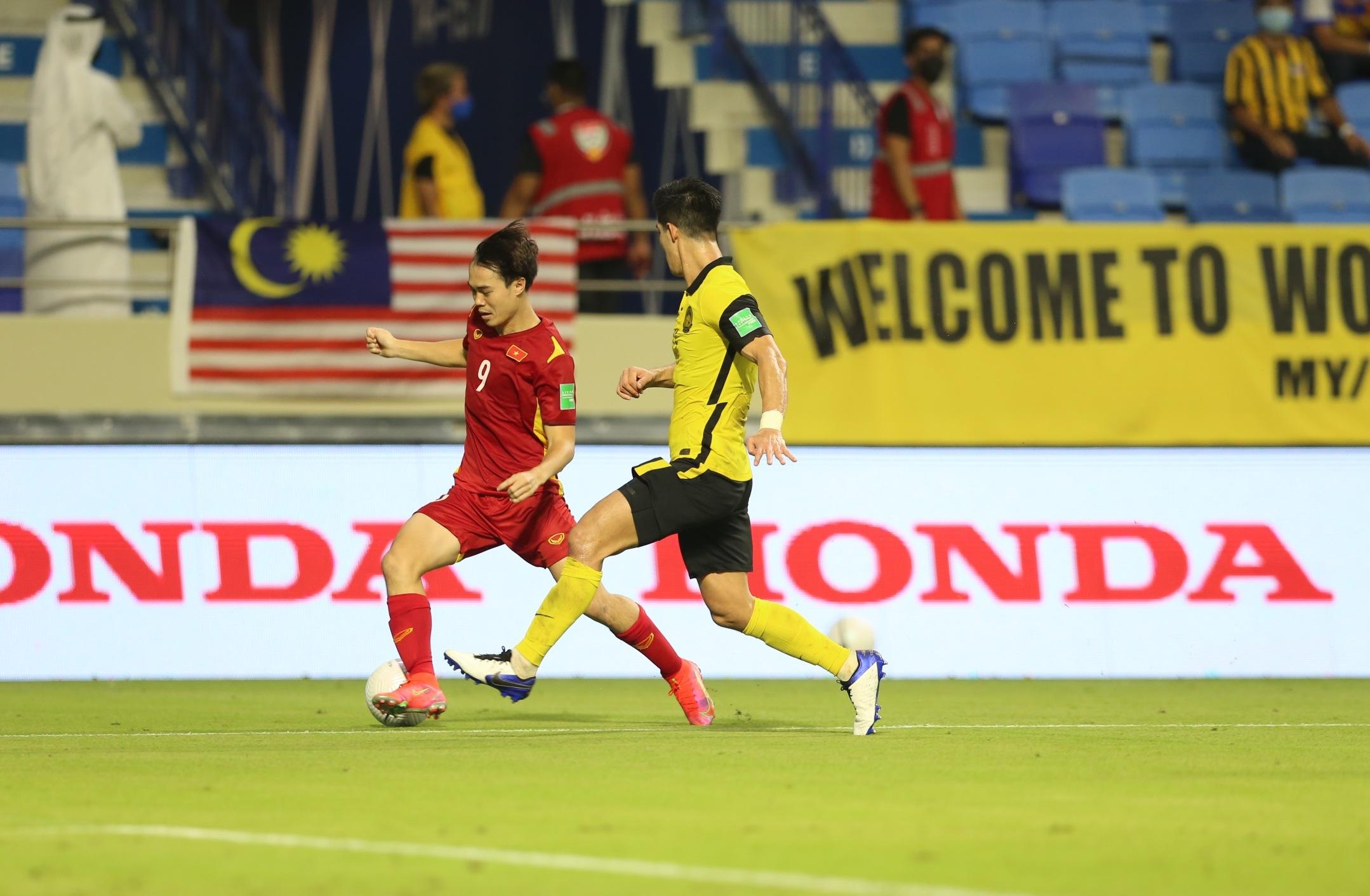Văn Toàn trong trận đấu gặp Malaysia.