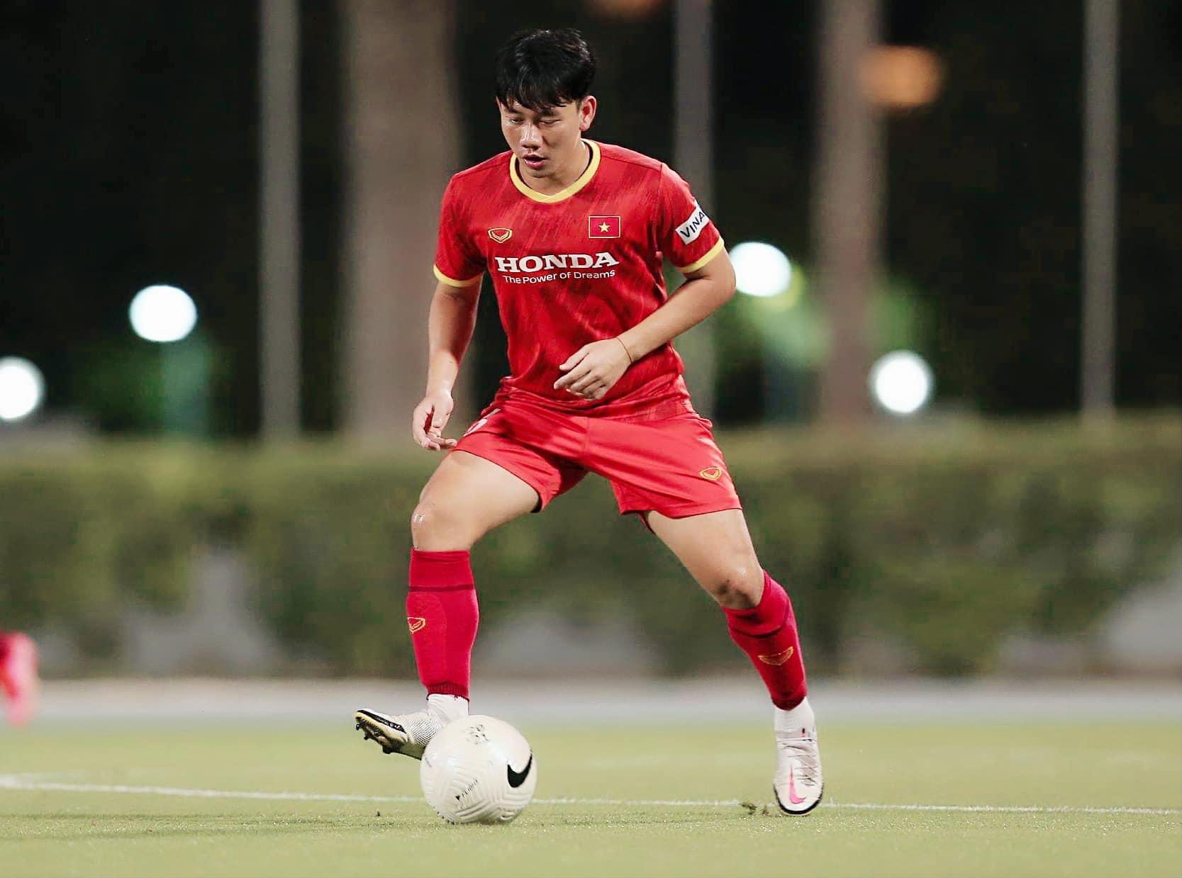 Minh Vương vào sân ở hiệp thứ hai của trận đấu khi Việt Nam đang gặp khó khăn, bị dẫn trước 3 bàn. Minh Vương vụt sáng ở cuối hiệp hai khi có màn kiến tạo để Tiến Linh ghi bàn. Những phút cuối bù giờ của trận đấu, anh có bàn thắng riêng cho mình bằng sự quyết liệt và quả cảm. Khi thủ môn UAE chuyền sai để Đức Huy cướp được. Anh đập nhả với Quang Hải rồi chuyền dọn cỗ cho Minh Vương. Minh Vương bấm bóng qua người thủ môn để rút ngắn tỷ số xuống còn 2-3. Bàn thắng được ví von xứng đáng đưa vào sách giáo khoa.