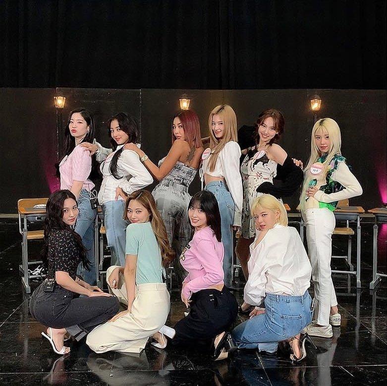 Trong bức ảnh Twice chụp cùng Jessi...