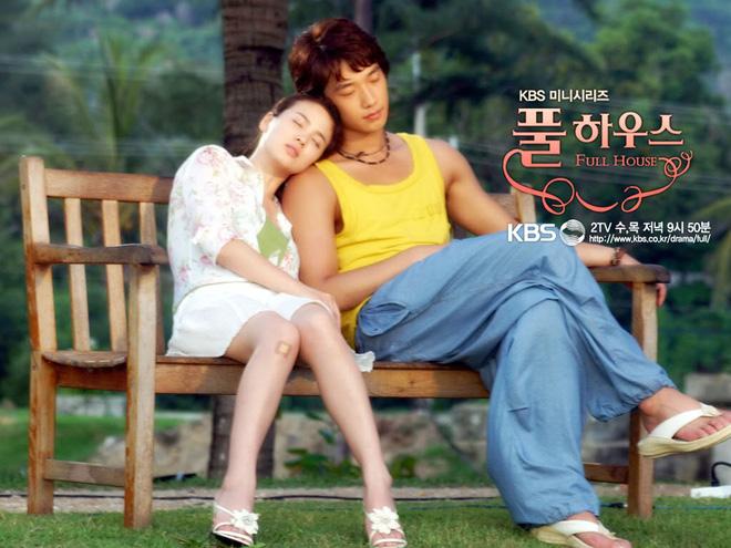 Năm 2004, Song Hye Kyo và Bi khuynh đảo châu Á với bộ phim Ngôi nhà hạnh phúc (Full House). Mối tình hợp đồng hôn nhân mới mẻ và thú vị trong phim khiến Ngôi nhà hạnh phúc thành công ngoài mong đợi.  Cặp đôi chó - mèo Han Ji Eun (Song Hye Kyo) và Lee Young Jae (Bi) không chỉ có những màn đấu khẩu hài hước mà còn có nhiều cảnh tình cảm lãng mạn. Bi lúc đó là thần tượng hàng đầu châu Á, vô cùng được hâm mộ nên Song Hye Kyo cũng khiến nhiều fan ghen tị khi diễn chung.