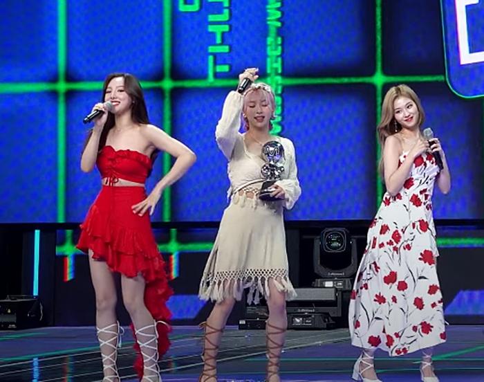 Các thành viên đều hát tốt, đặc biệt là Na Yeon...