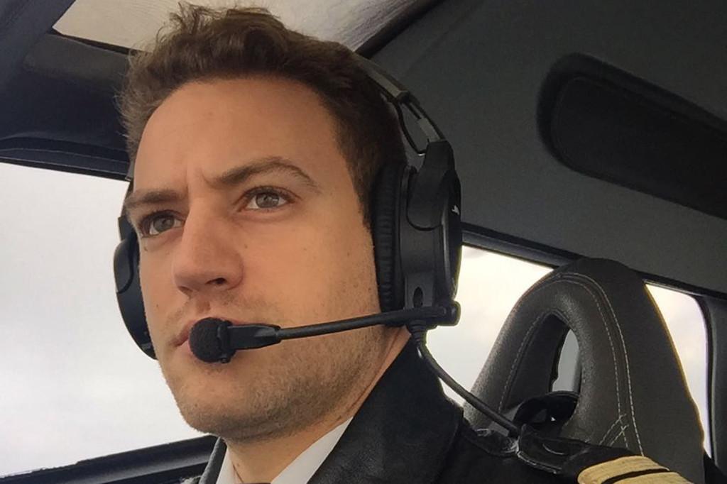 Babis Anagnostopoulos là một phi công.