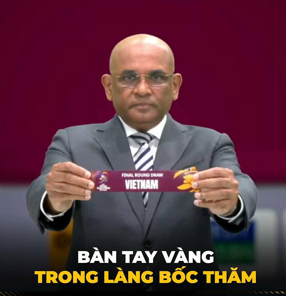 Những lá thăm từ tay Tổng thư ký Liên đoàn Bóng đá châu Á AFC Windsor John khiến CĐV Việt Nam ca tụng.
