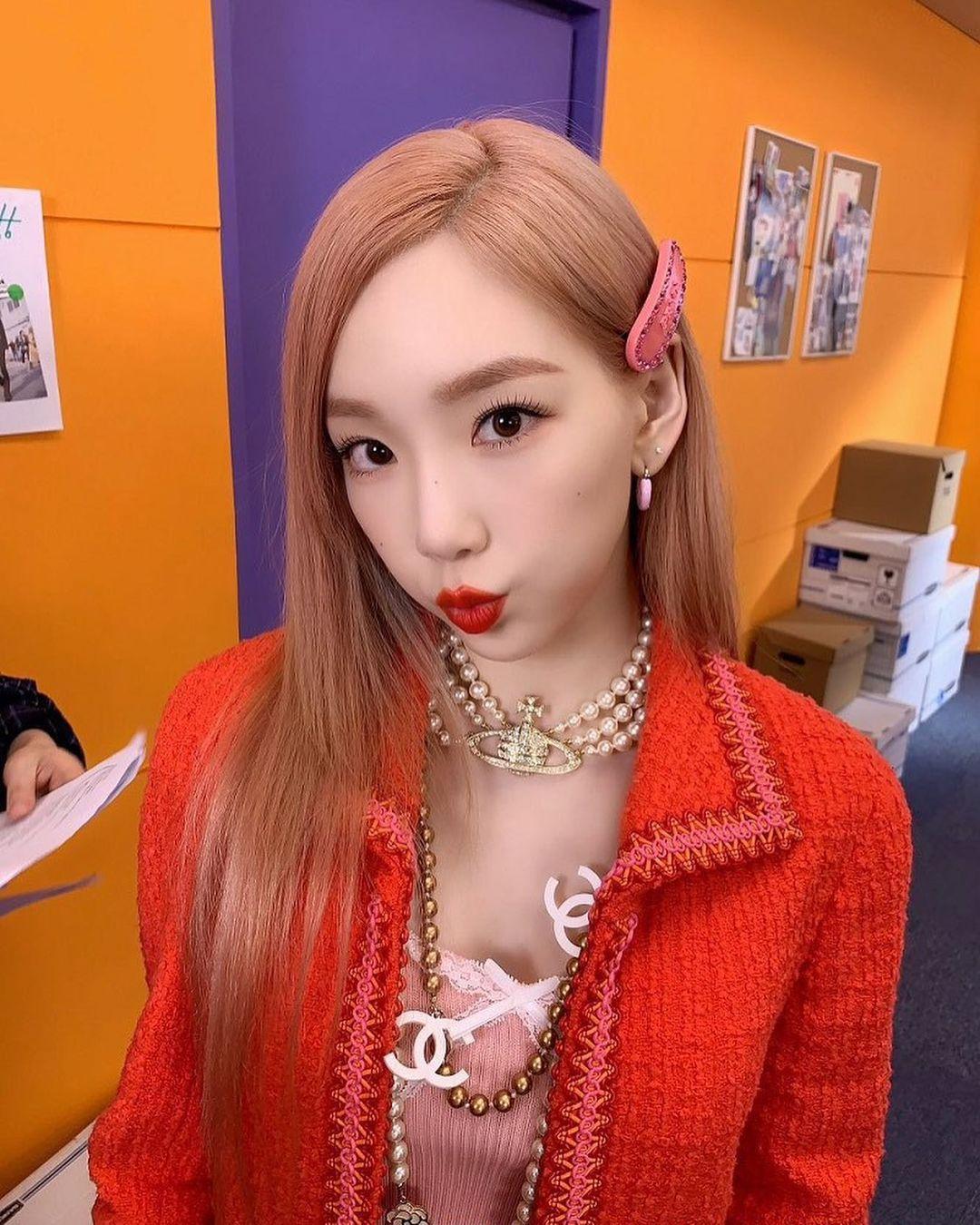 Nhờ những makeup looks đẹp miễn chê, Tae Yeon được khen 32 tuổi mà trông trẻ trung chẳng kém các đàn em idol gen 4.