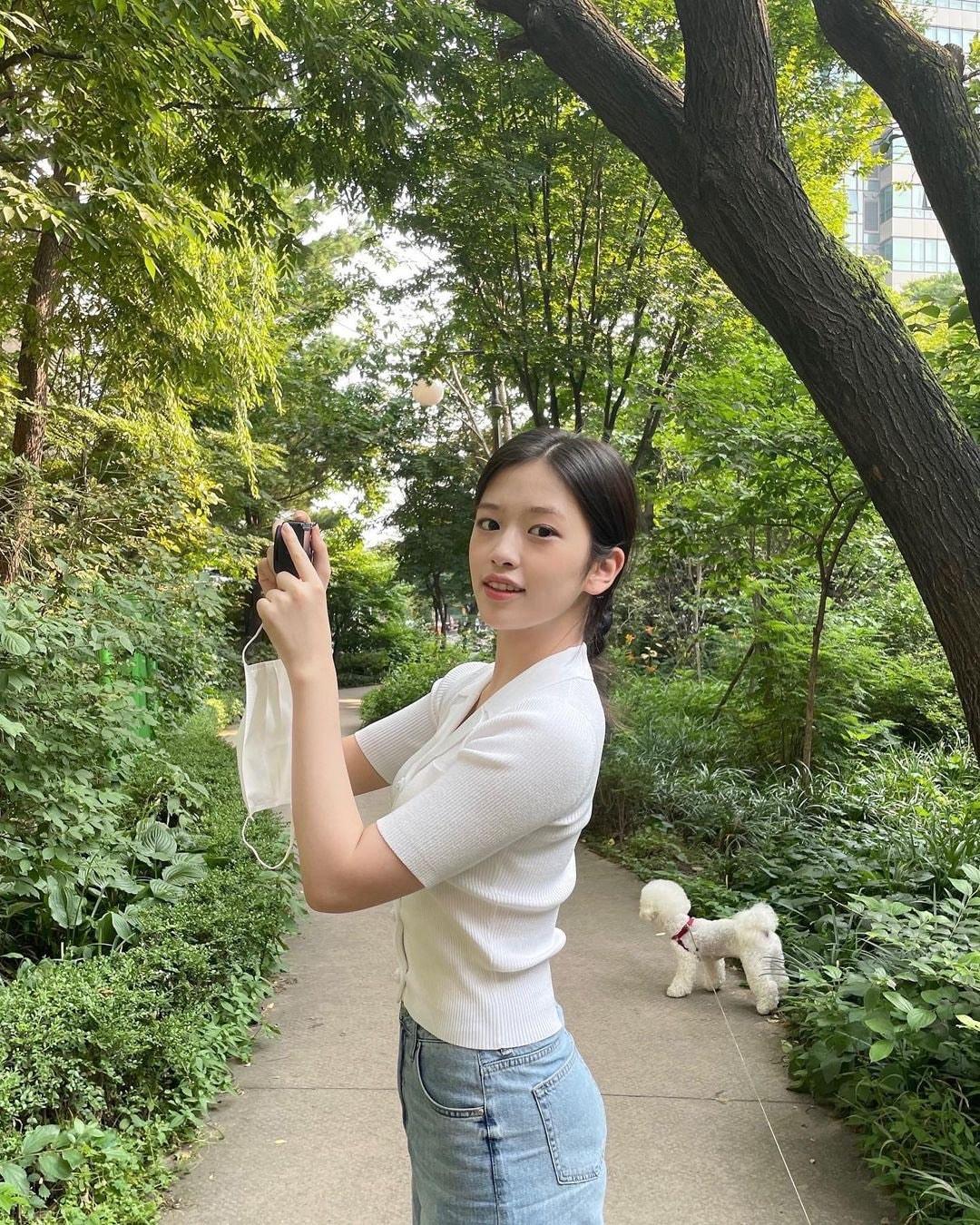Jang Won Young bị chê nhan sắc trong loạt ảnh mới, thu xa đối thủ Ahn Yu Jin - page 2 - 2