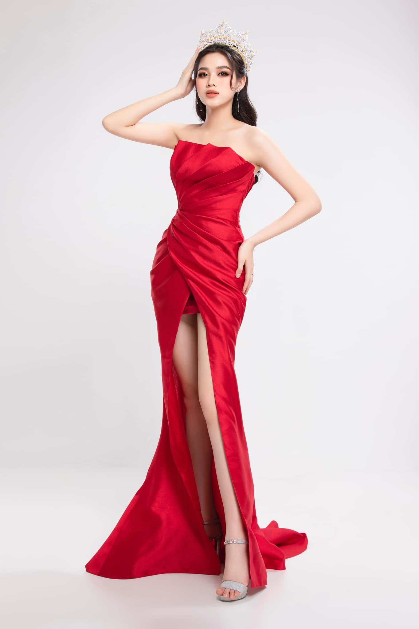 Nhiều người khen ngợi sự tiến bộ của Đỗ Thị Hà so với các bộ ảnh gần đây. Khoác lên mình chiếc váy high low tôn đôi chân 1,11 m, Đỗ Thị Hà khoe được vóc dáng và thần thái thăng hạng. Các khán giả nhận xét, những chiếc váy đỏ rất phù hợp với vẻ đẹp của Hoa hậu Việt Nam 2020.