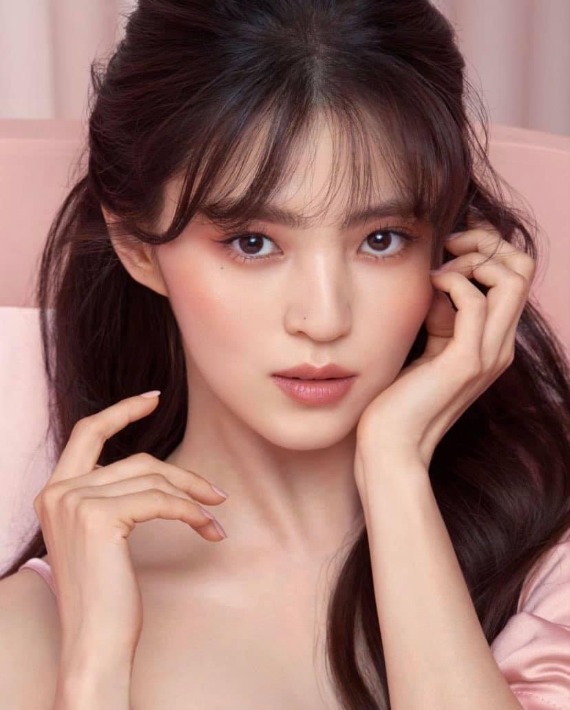 Han So Hee trở thành muse đầu tiên cho thương hiệu mỹ phẩm cao cấp Charlotte Tilbury.