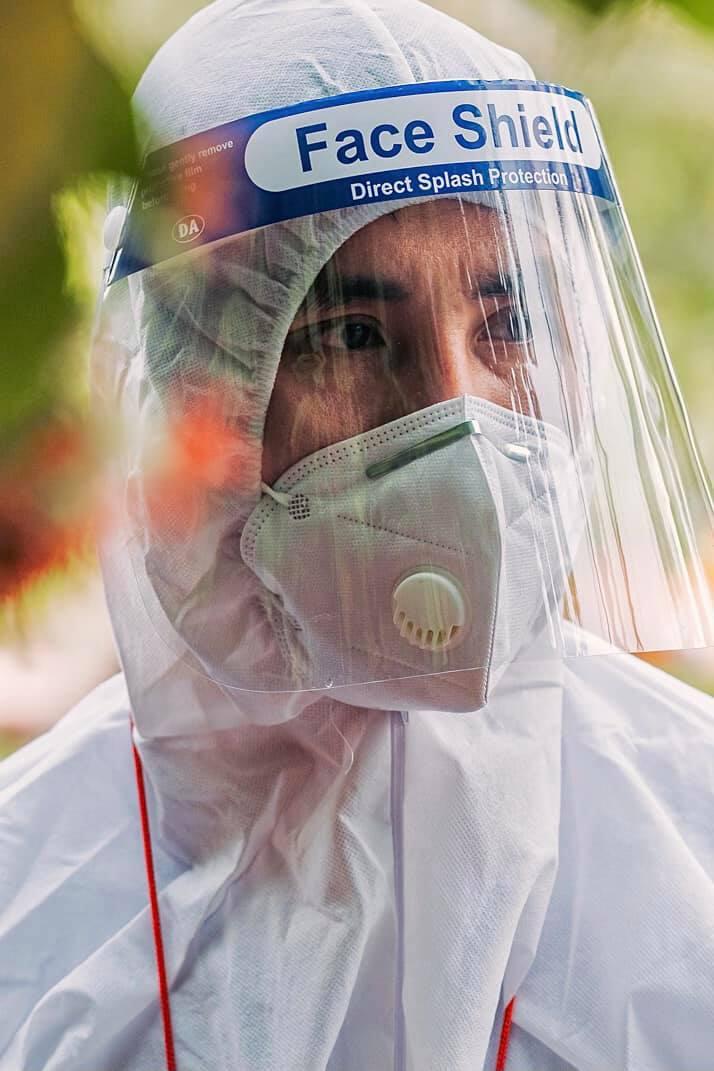 Phi Kha làm tình nguyện viên chống dịch suốt 2 tháng qua.