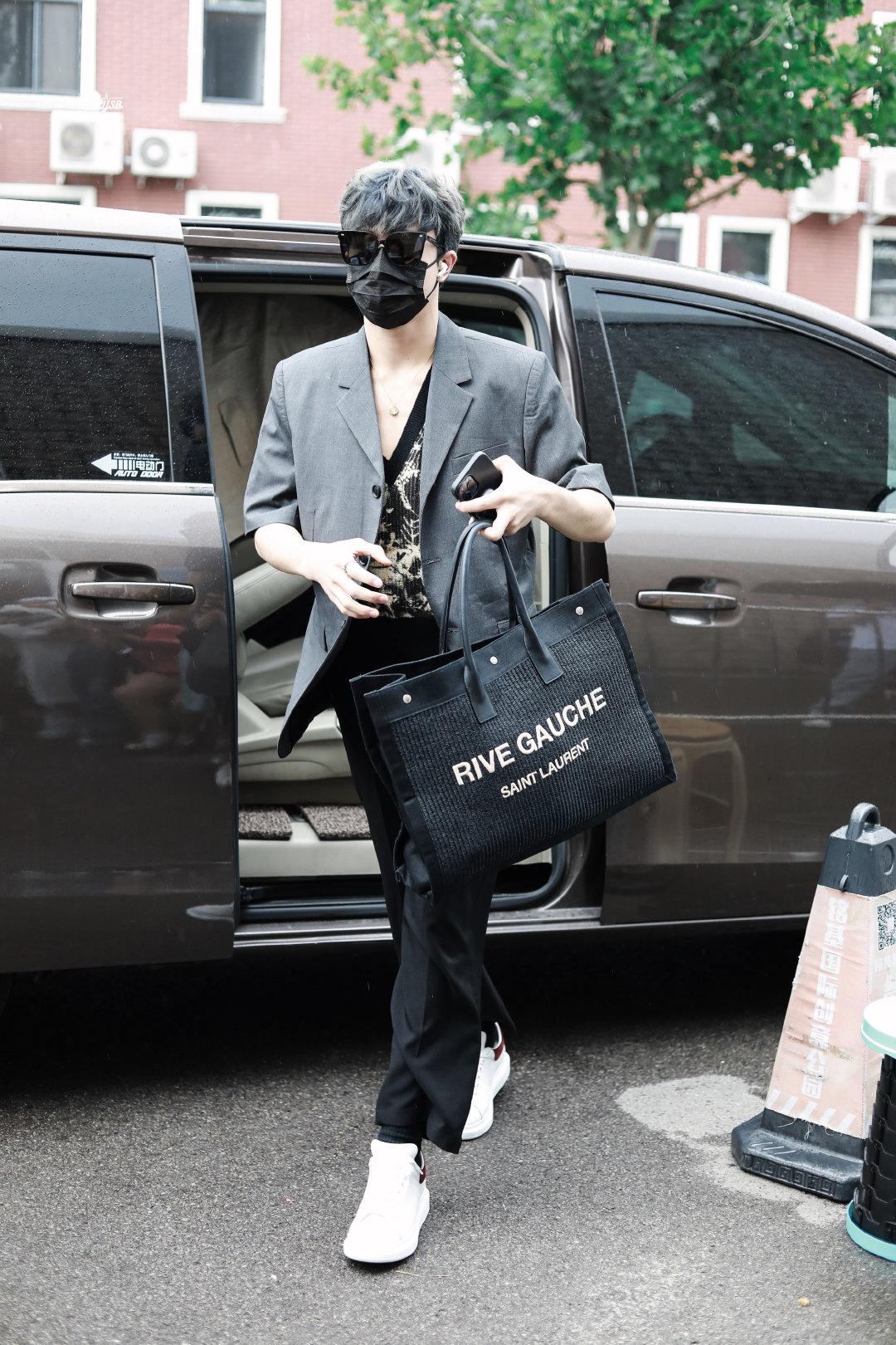Patrick đam mê thời trang và sở hữu không ít món  hàng hiệu đắt đỏ.