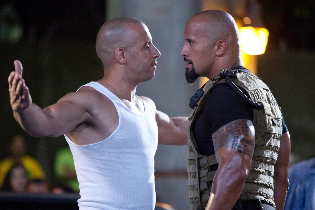 Vin Diesel và The Rock trong Fast Five.