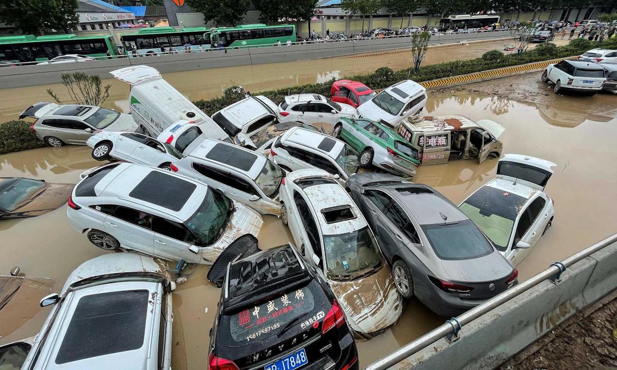 Những hình ảnh xót xa về trận lũ nghìn năm có một ở Trung Quốc