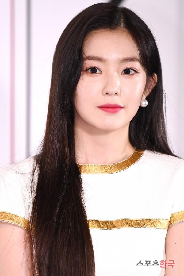 Nhiều bức ảnh rõ nét từ máy ảnh chất lượng cao cho thấy gương mặt có phần già dặn, kém tươi của Irene.