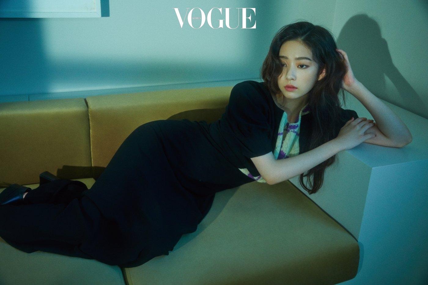Min Joo mặc trang phục của nhiều thương hiệu như Prada, Celine, Saint Laurent, Low Classic,...