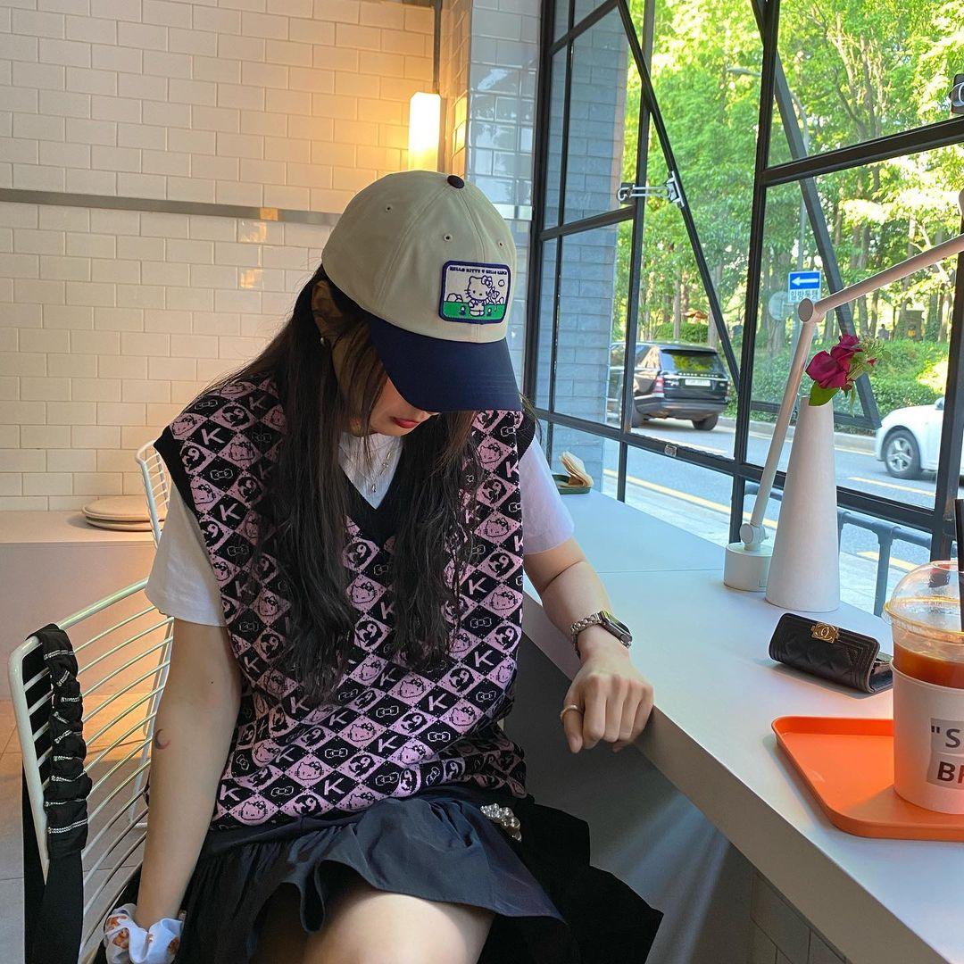 Có thể thấy rõ dáng dấp style high teen của Tae Yeon gần đây trong những set đồ hàng ngày của nàng stylist.