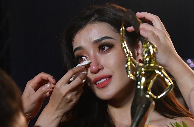 Huyền My khóc sưng húp mắt sau đêm chung kết Miss Grand International 2017.