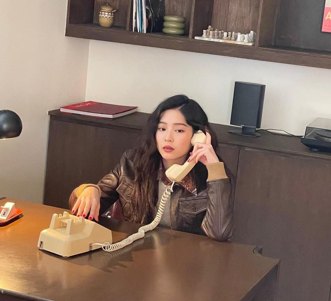 Kim Min Joo thể hiện khí chất cổ điển, ảnh chưa chỉnh sửa cũng rất xinh đẹp và thần thái.