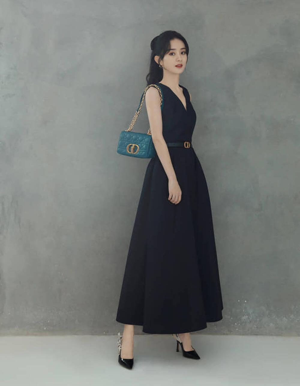 Trong các sự kiện gần đây của Dior, Triệu Lệ Dĩnh luôn xuất hiện xứng tầm danh phận đại sứ thương hiệu. Cô phù hợp với phong cách trang nhã, thanh lịch của nhà mốt cao cấp nước Pháp.