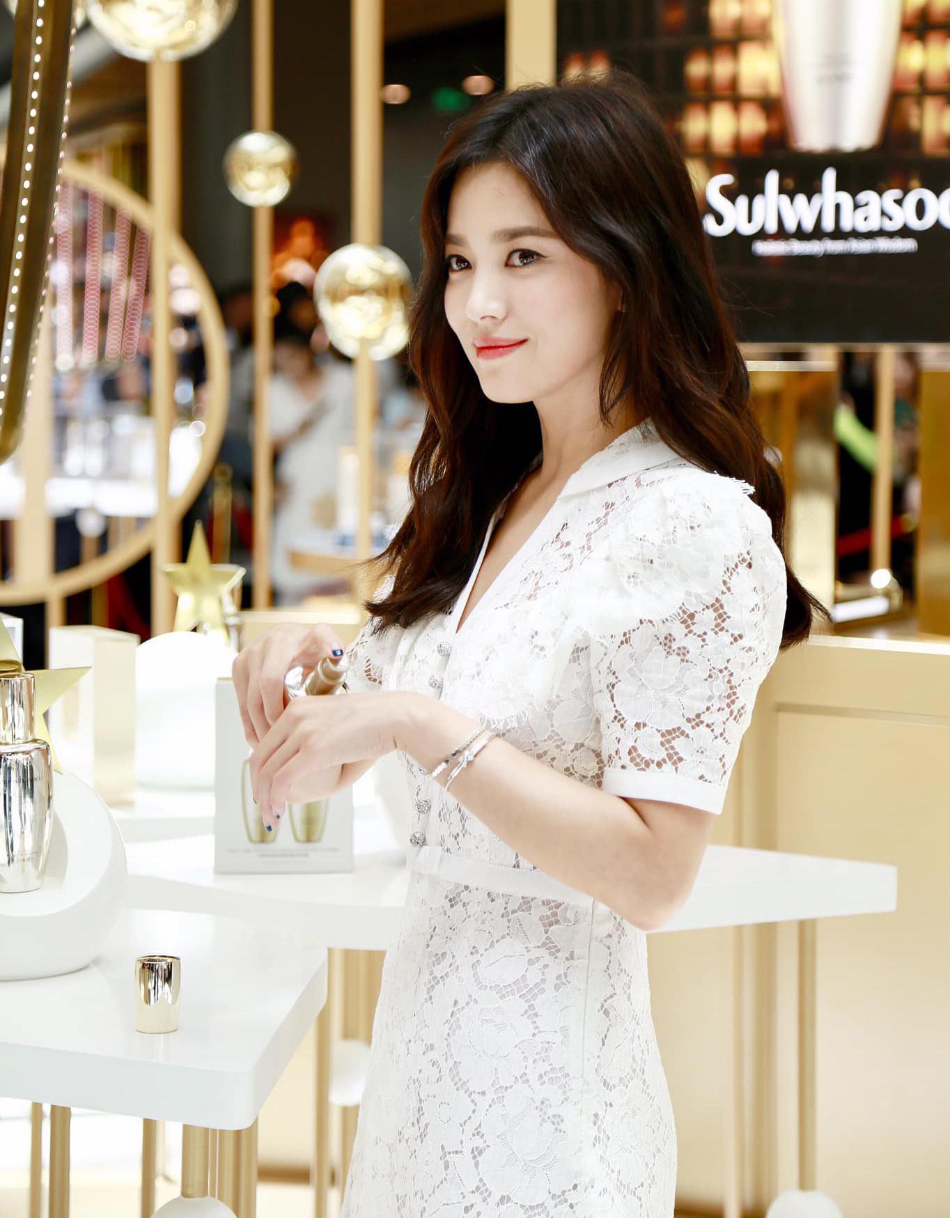 Những lần lên đồ đi sự kiện đơn giản mà sang ngút ngàn của Song Hye Kyo - 8