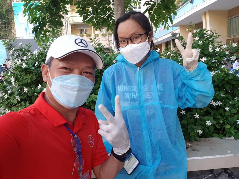 Anh Hùng cùng cô con gái Ngọc Minh. Ảnh: NVCC