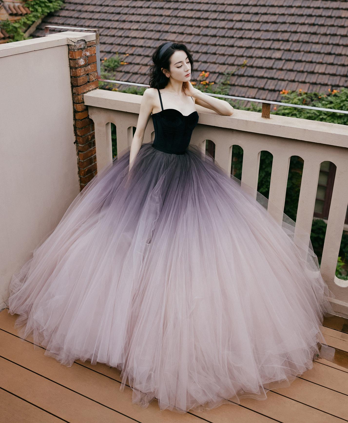 Dung mạo đậm chất cổ điển giúp mỹ nhân Tân Cương được khen yêu kiều, duyên dáng như nàng công chúa cổ tích.