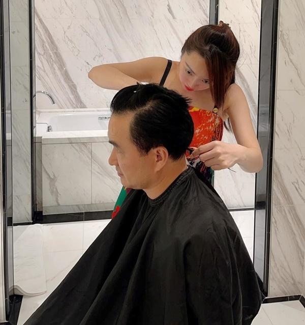 Thùy Chang múa kéo, cắt tóc cho Chi Bảo.
