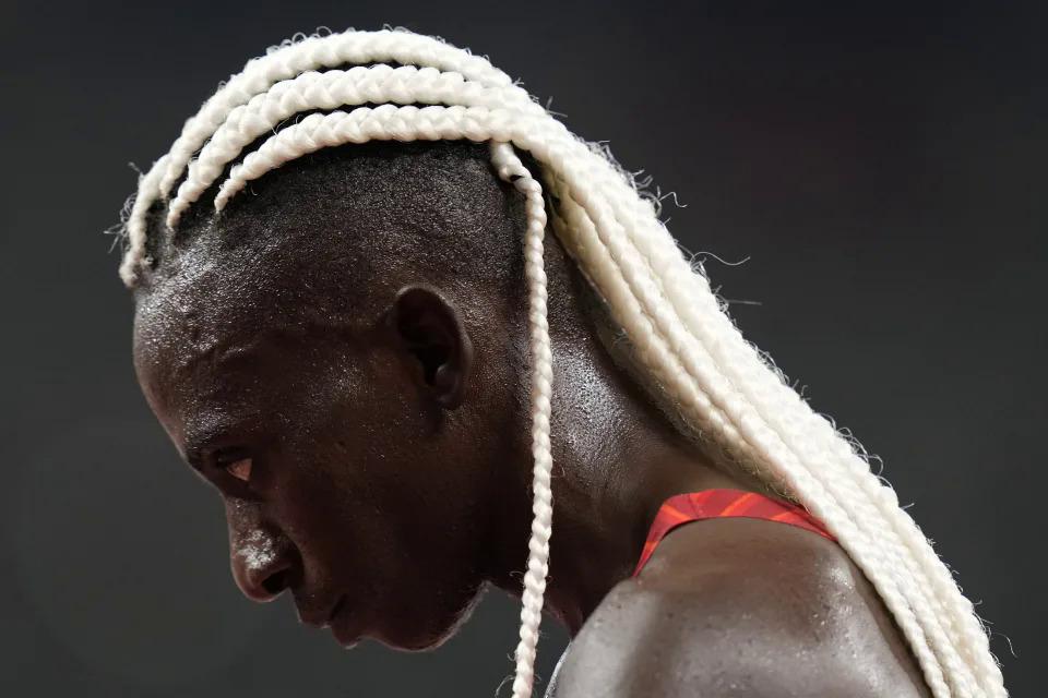 Francine Niyonsaba, của đoàn Burundi, sau khi hoàn thành nội dung 5.000m nữ tại ngày 30/7. Ảnh: Petr David Josek/AP