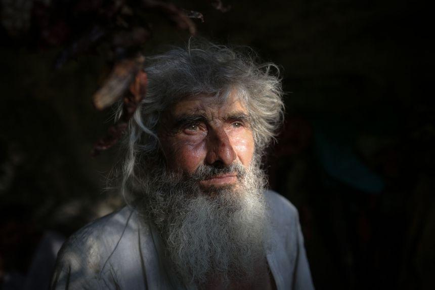 Khoảng 20 năm trước, ông Panta Petrovic chuyển tới hang động nhỏ trên núi ở Serbia sinh sống, xa lánh xã hội hiện đại. Trong một lần xuống thăm thị trấn hồi năm ngoái, ông Petrovic kinh ngạc phát hiện Covid-19 đang hoành hành. Hôm 13/8, AFP cho biết người đàn ông 70 tuổi đã được tiêm vaccine.