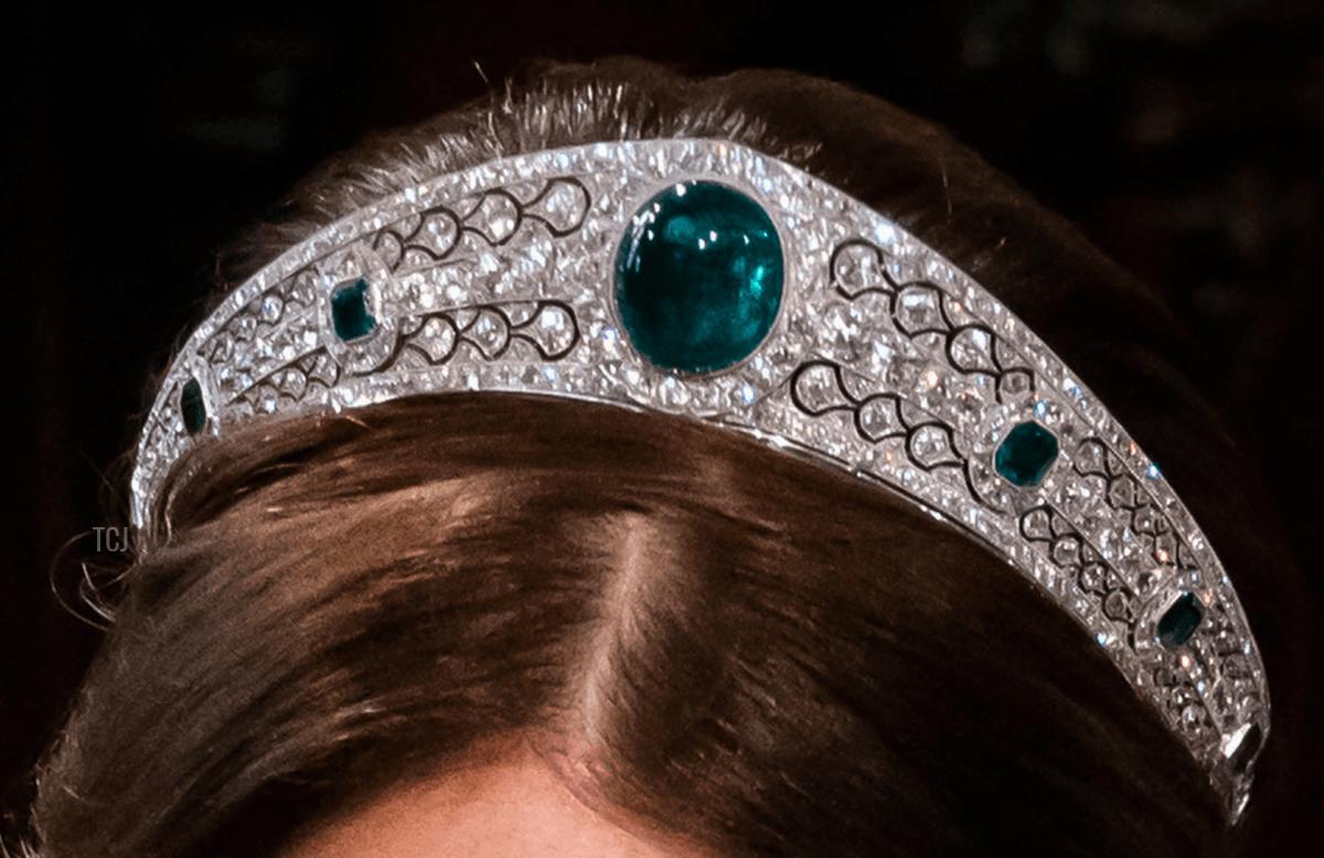 Chiếc vương miện đắt giá nhất trong đám cưới Hoàng gia Anh - 1