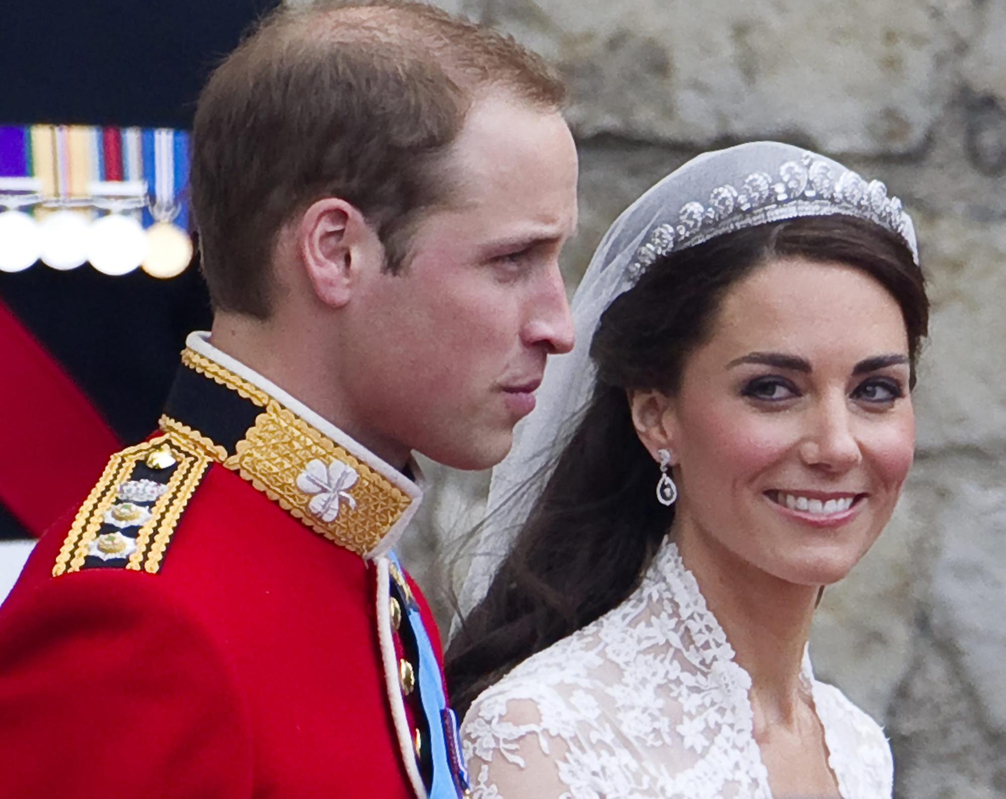 Catherine, Nữ công tước xứ Cambridge và Hoàng tử Anh William trong đám cưới ở Tu viện Westminster. Ảnh: EPA