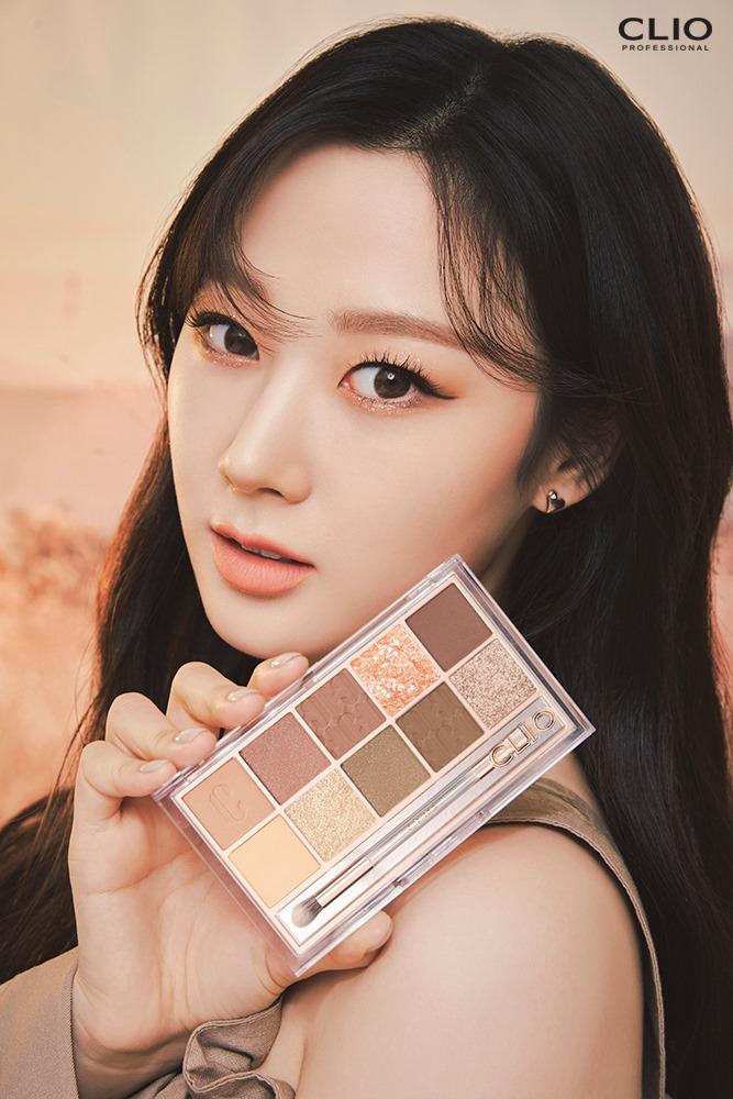 Nữ idol khoe vẻ đẹp nhẹ nhàng và ấm áp trong tông makeup màu cam san hô.