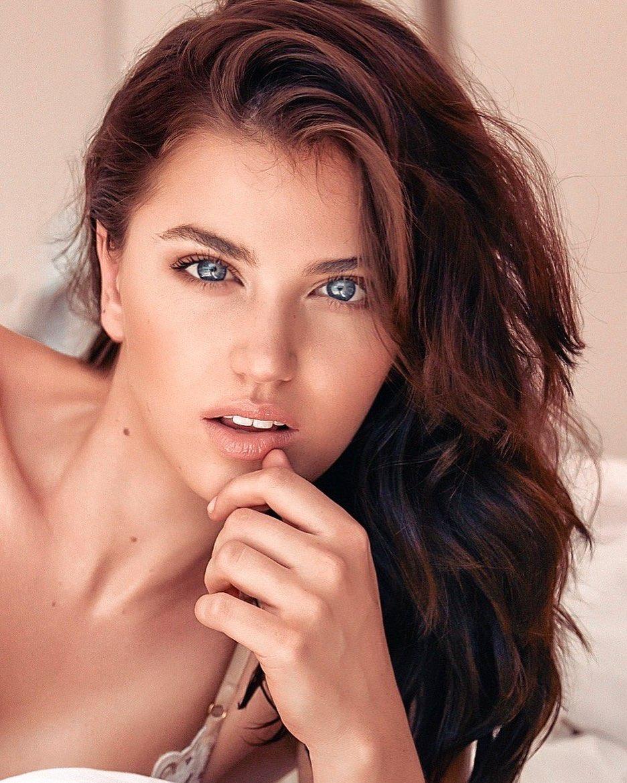 Chanique Rabe 24 tuổi, là nhà thiết kế thời trang kiêm người mẫu.