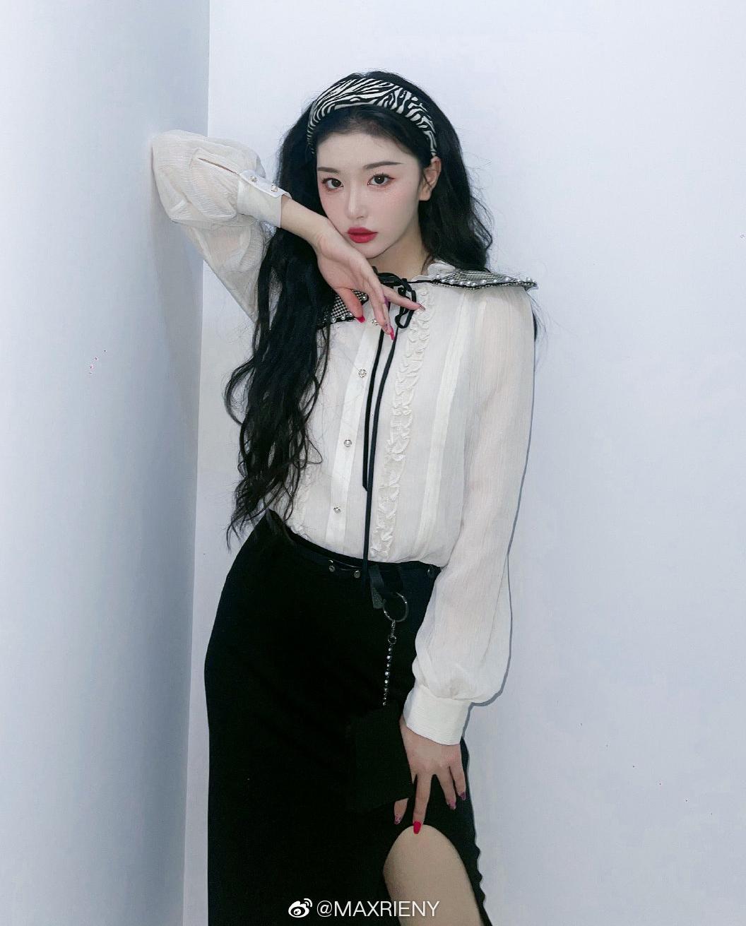 Lối mix đồ cao tay, điệu mà không sến giúp Khổng Tuyết Nhi được đánh giá mặc đẹp nhất nhì The9.