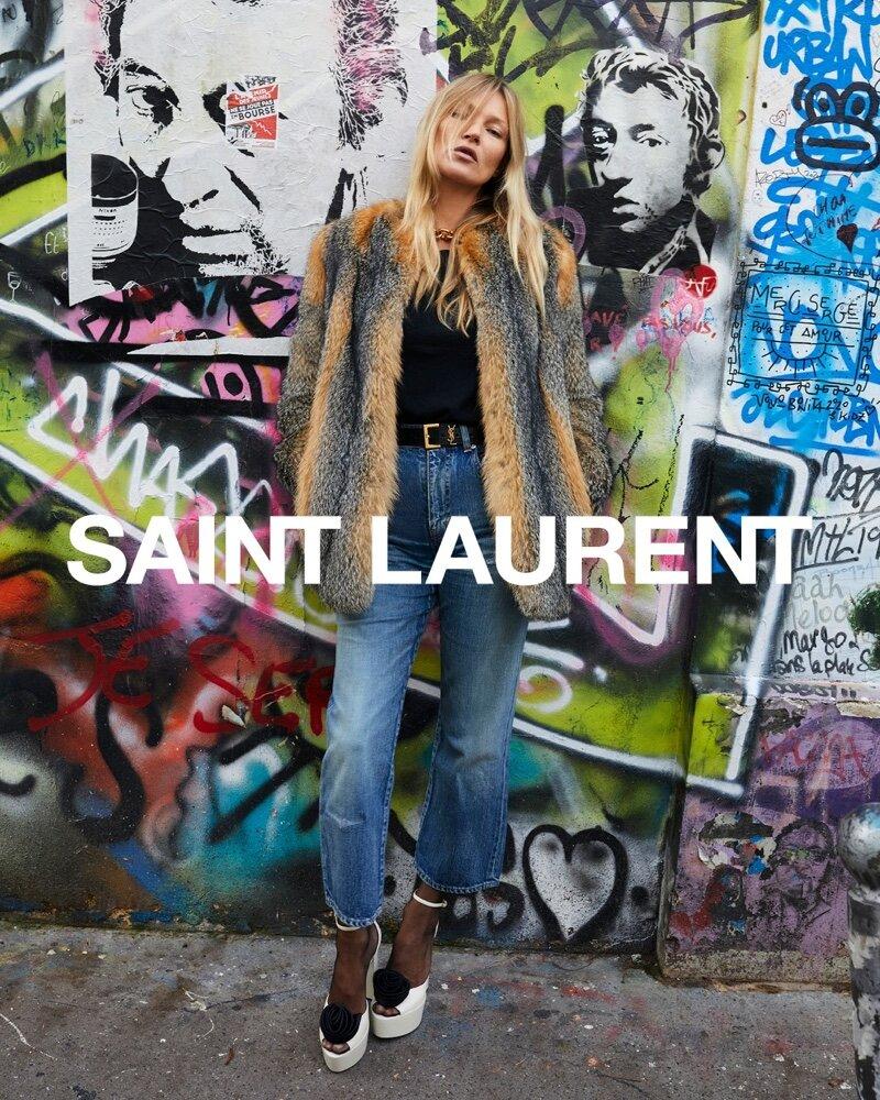 Với đặc trưng chụp hình này, các bức ảnh quảng bá của Saint Laurent luôn rất dễ nhận ra.