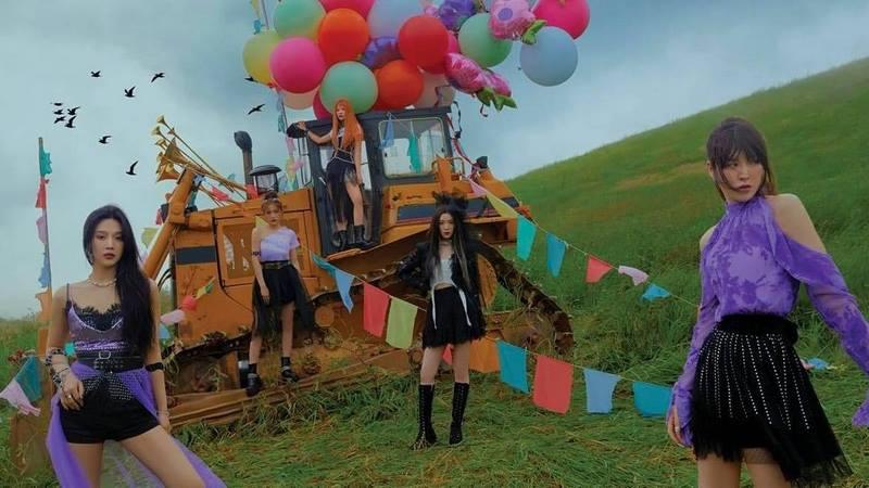 Bạn soi MV Queendom của Red Velvet kỹ đến đâu? - 11