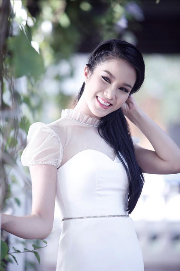 Diệp Lâm Anh từng tham gia cuộc thi sắc đẹp Miss Sport - Hoa khôi Thể thao vào năm 2012 được tổ chức ở Đà Nẵng.