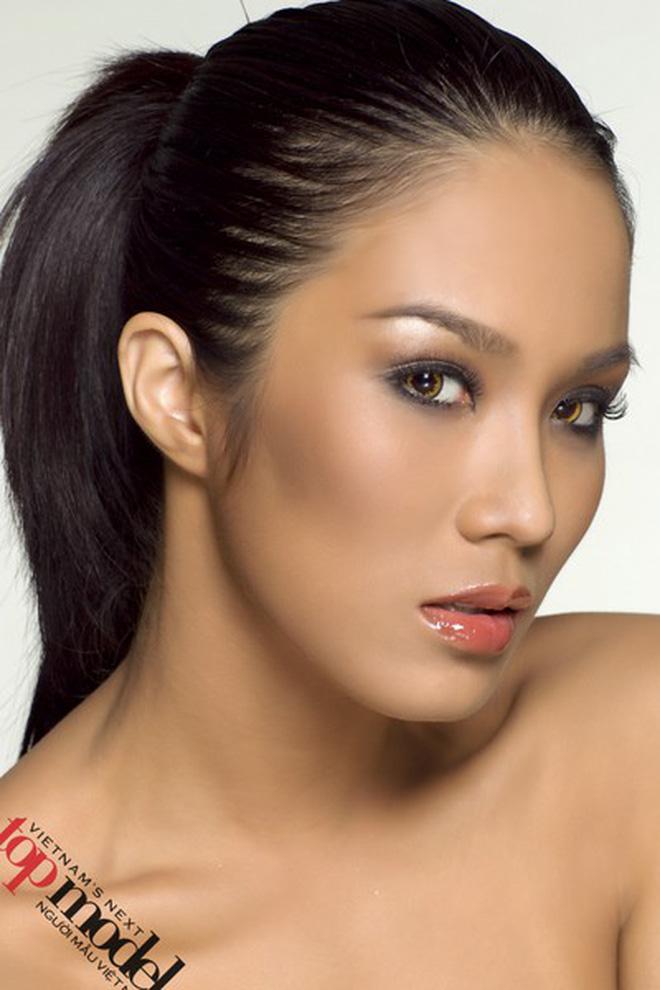 Ở tuổi 21, Diệp Lâm Anh có vẻ đẹp góc cạnh và cá tính. Cô có khuôn cằm vuông, gò má cao sắc lạnh, đôi mắt và miệng đều nhỏ nhắn. Chưa có nhiều kinh nghiệm người mẫu, người đẹp Hà thành chỉ lọt vào top 10 của cuộc thi.