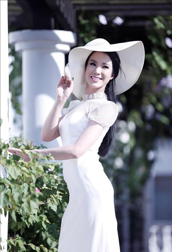 Nhờ danh tiếng có được trước đó, Diệp Lâm Anh là gương mặt nổi bật trong các thí sinh. Cô lần lượt bước qua các vòng và lọt vào top 35 thi chung kết. Truyền thông từng dự đoán người đẹp nhiều cơ hội đăng quang ngôi vị cao nhất.