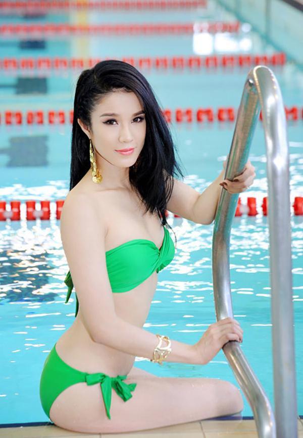 Đến với cuộc thi Hoa khôi Thể thao 2012, Diệp Lâm Anh cũng tích cực thay đổi phong cách để phù hợp hơn với một cuộc thi sắc đẹp. Cô ăn mặc nữ tính, sang trọng hơn thay vì style cá tính như thường thấy.