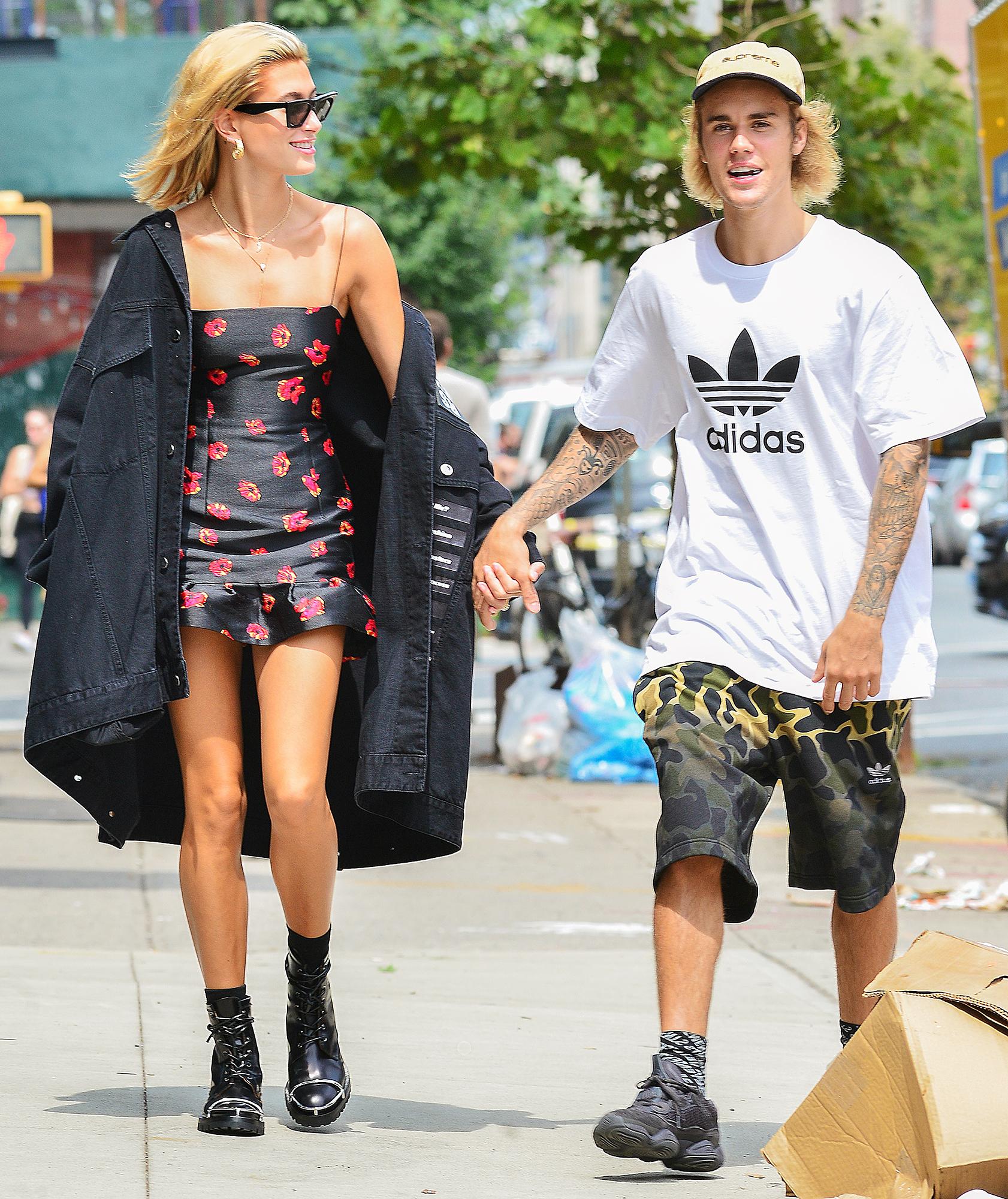 Style ăn mặc không khác gì mẹ và bé của Justin Bieber mỗi khi dạo phố cùng vợ - 8